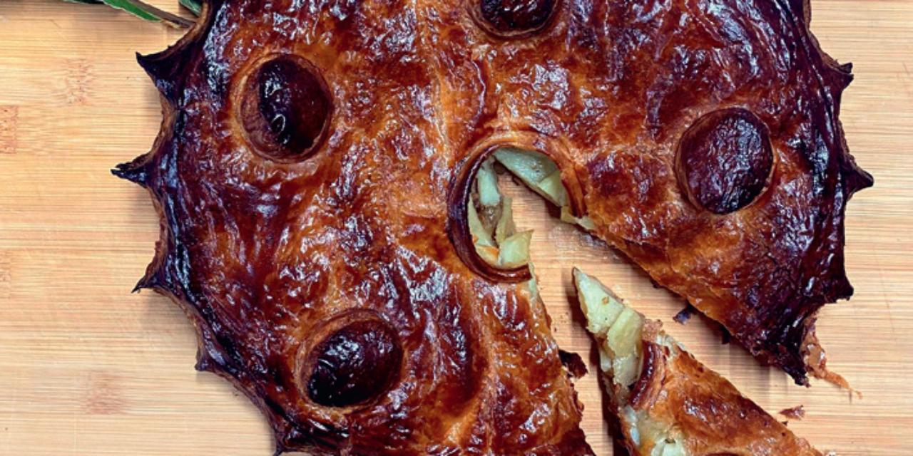 Poularde de Bresse rôtie, tourte de pommes de terre et champignons des sous-bois