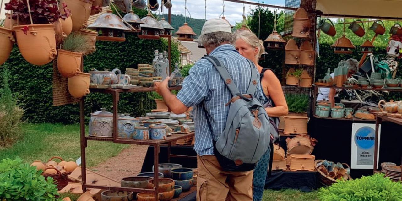 Le marché des potiers de Matour
